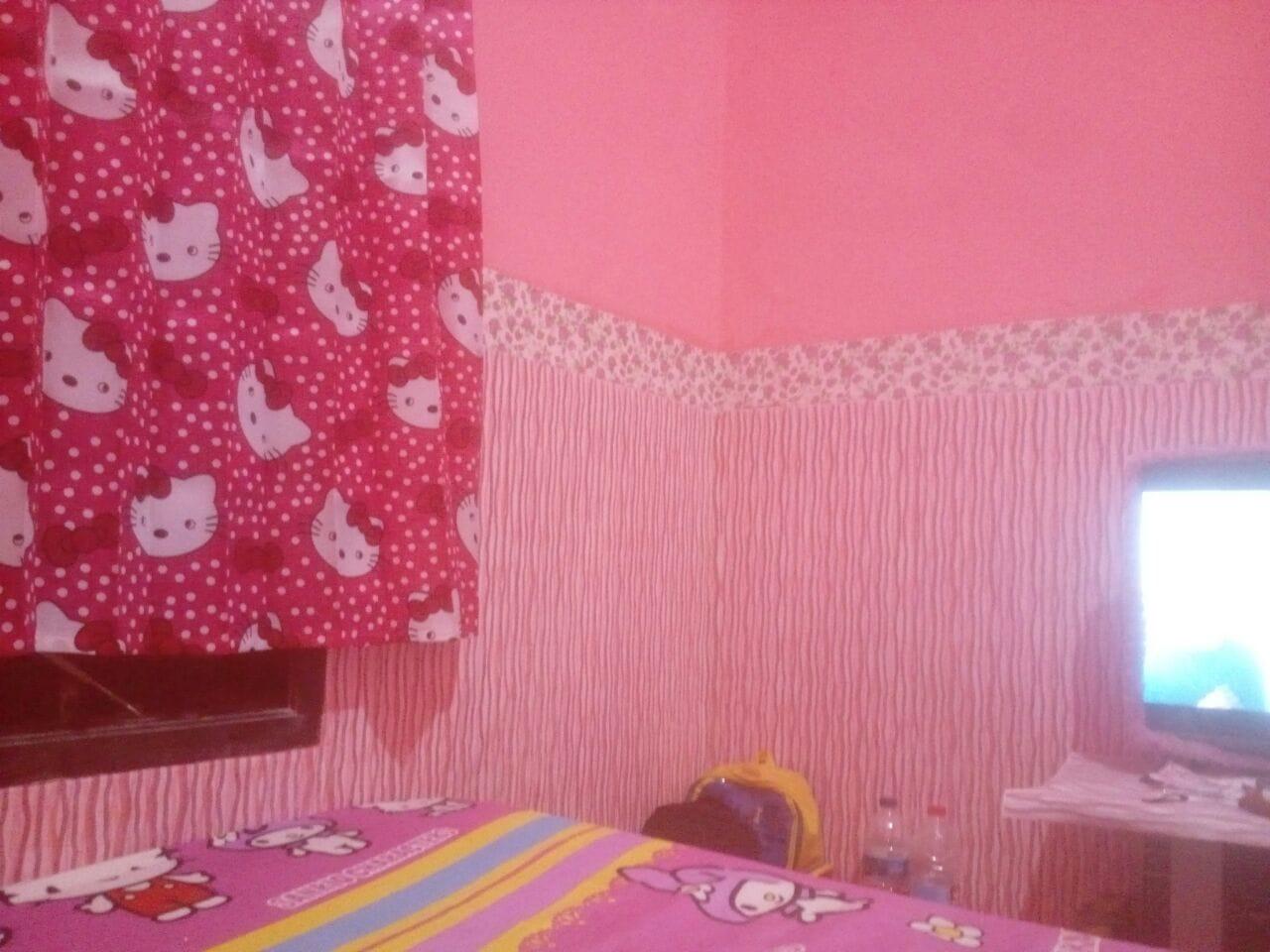Wallpaper Dinding Motif Line Pink