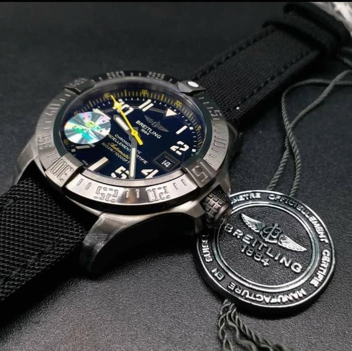 PENAWARAN Breitling Avenger II GF Swiss Clone 1.1 Hongkong Edition Black  Dial 0b7f4780a1