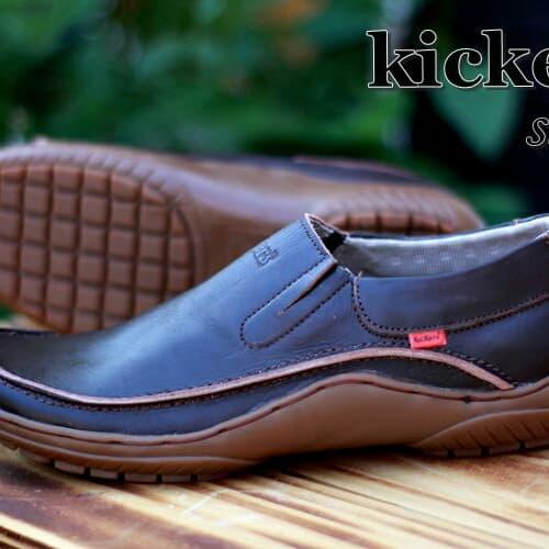 HEMAT sepatu slip on slop kerja kulit pria kickers terbaru bonus kaos kaki d08b69a0e7