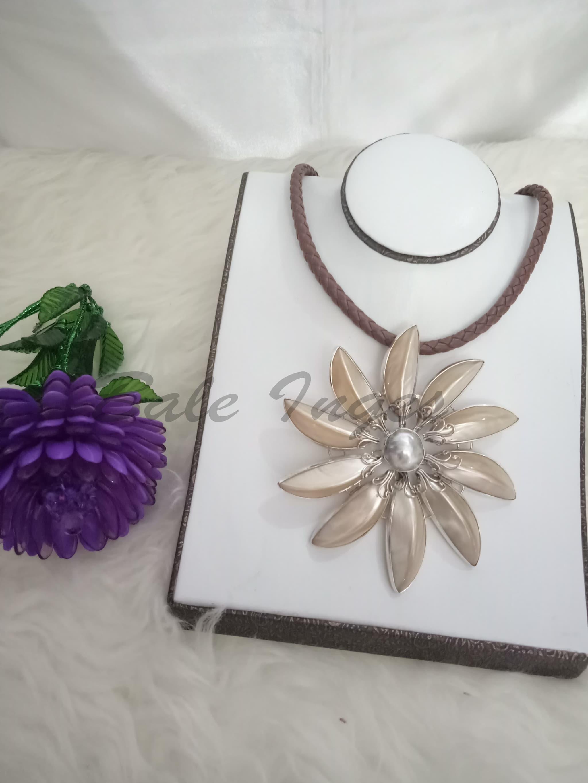 Fashion Archives Page 496 Of 2428 Produk Ukm Bumn Ring Berlian Eropa Kalung Bros Silver Handmade Kulit Kerang Mutiara Dan Baroque Laut