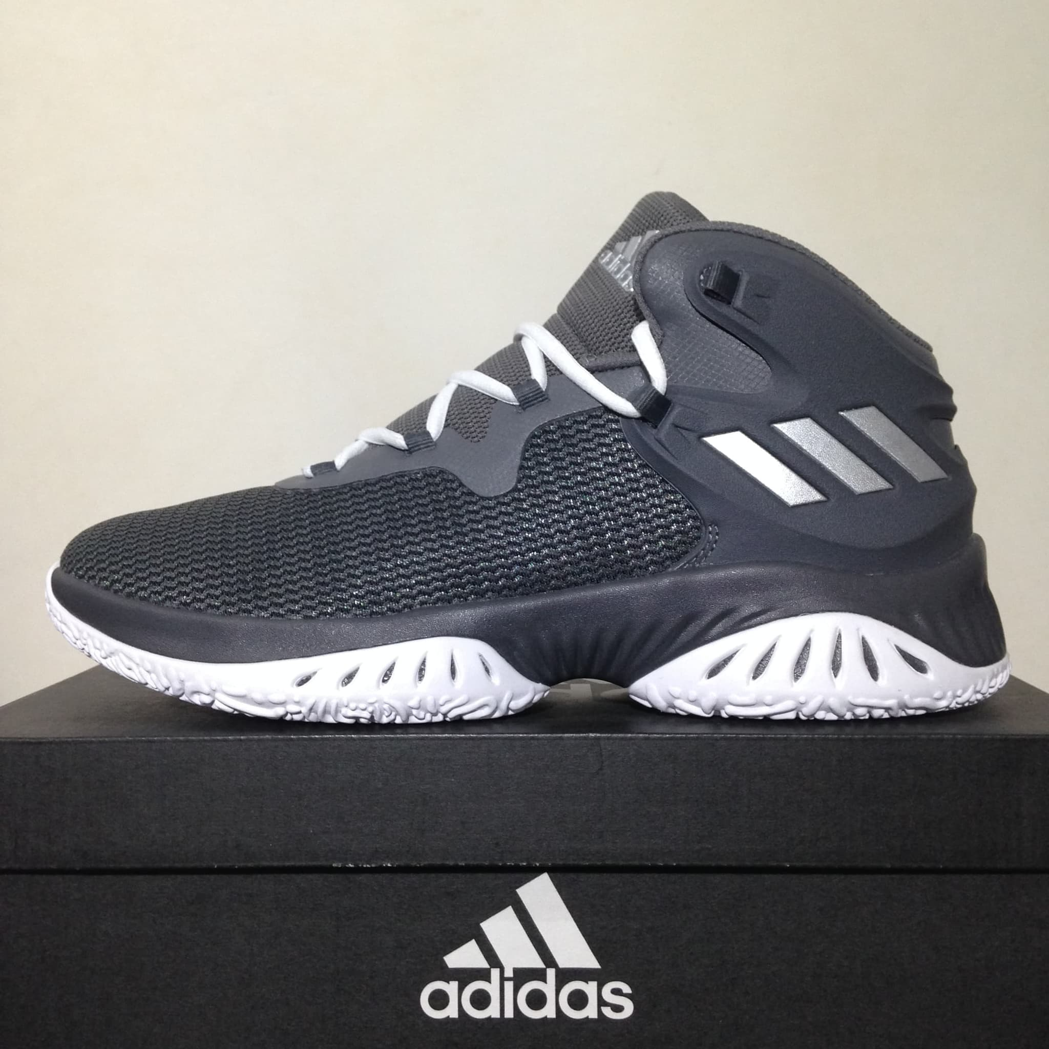 Jual Sepatu Basket Adidas Explosive Bounce Grey Four By3779 Original ... afbe00118e