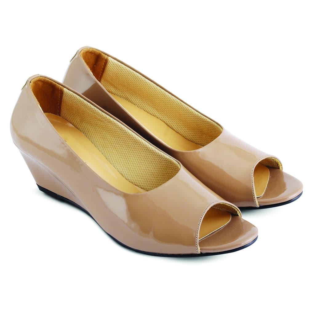 Jual Sepatu Sendal Wanita Wedges Krem Sepatu Casual Kerja Wanita ... 0bf957cf4b