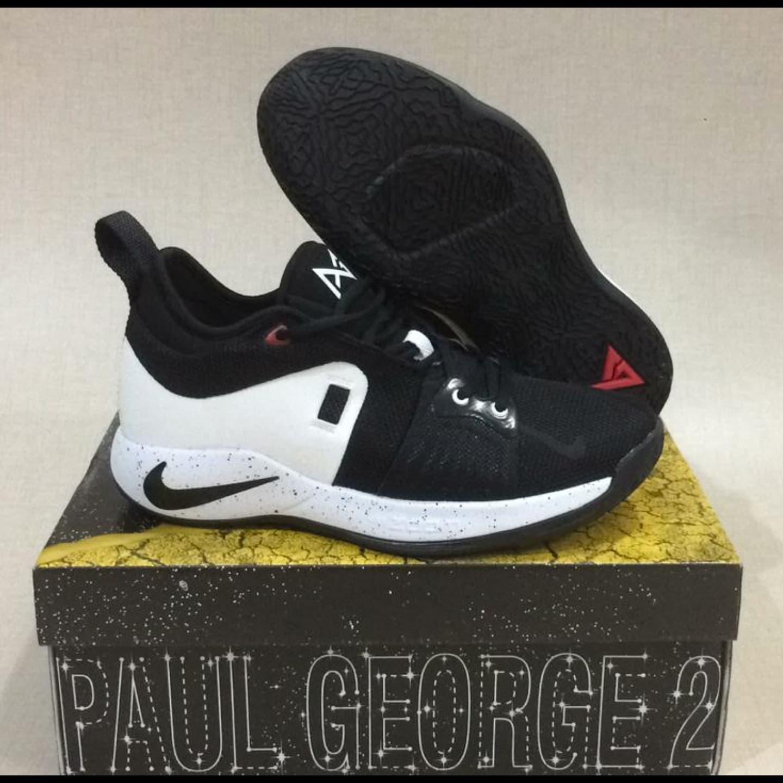 check out 50fb3 254b2 Sepatu Basket Pg 2 Black White