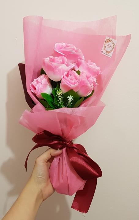 Buket Bunga Plastik Artificial Hadiah Graduate Ulang Tahun Pacar Teman -  Merah Muda a330788cc1