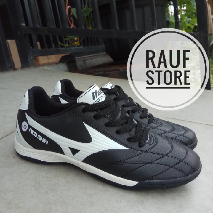 Jual sepatu futsal mizuno hitam list putih - aliyah--  78b94bf92f