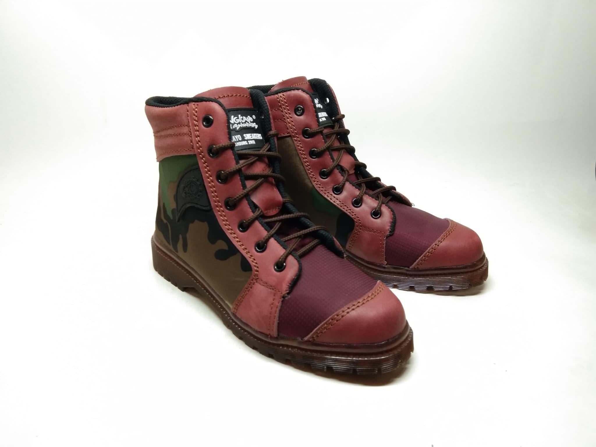 9d001b5334a91 Sepatu cewek wanita size 39 maroon motif loreng ankle boots sneakers