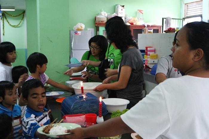 Tokopedia Charity: Tokopedia Berbagi Kebahagiaan Natal Bersama Anak Panti Asuhan Bukit Karmel